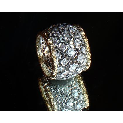 Picture Luxurious golden ring with diamonds - Eternity