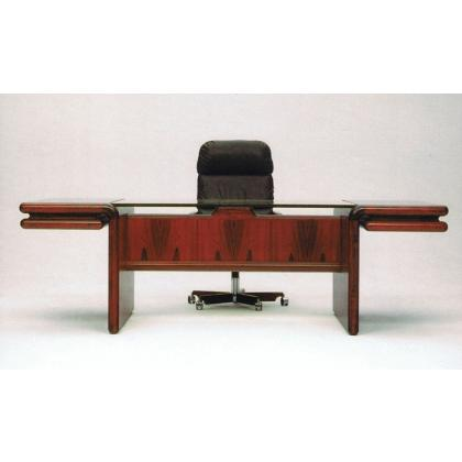 Picture Luxury desk for the president