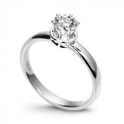 Picture Engagement ring of white gold